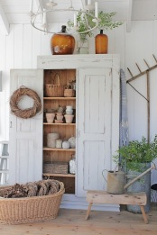 {http://titicrafty.com/2016/09/25-farmhouse-style-decoration-ideas/}